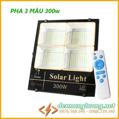 Đèn pha năng lượng mặt trời 3 màu 300w